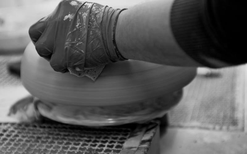 plasmare terra in ceramica