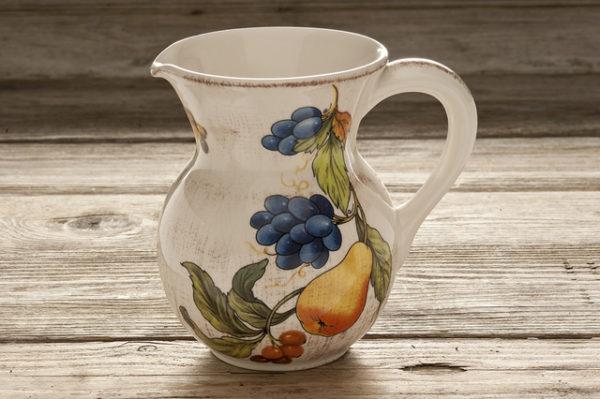 Brocca per acqua/vino da osteria in ceramica decorata – 1 Litro